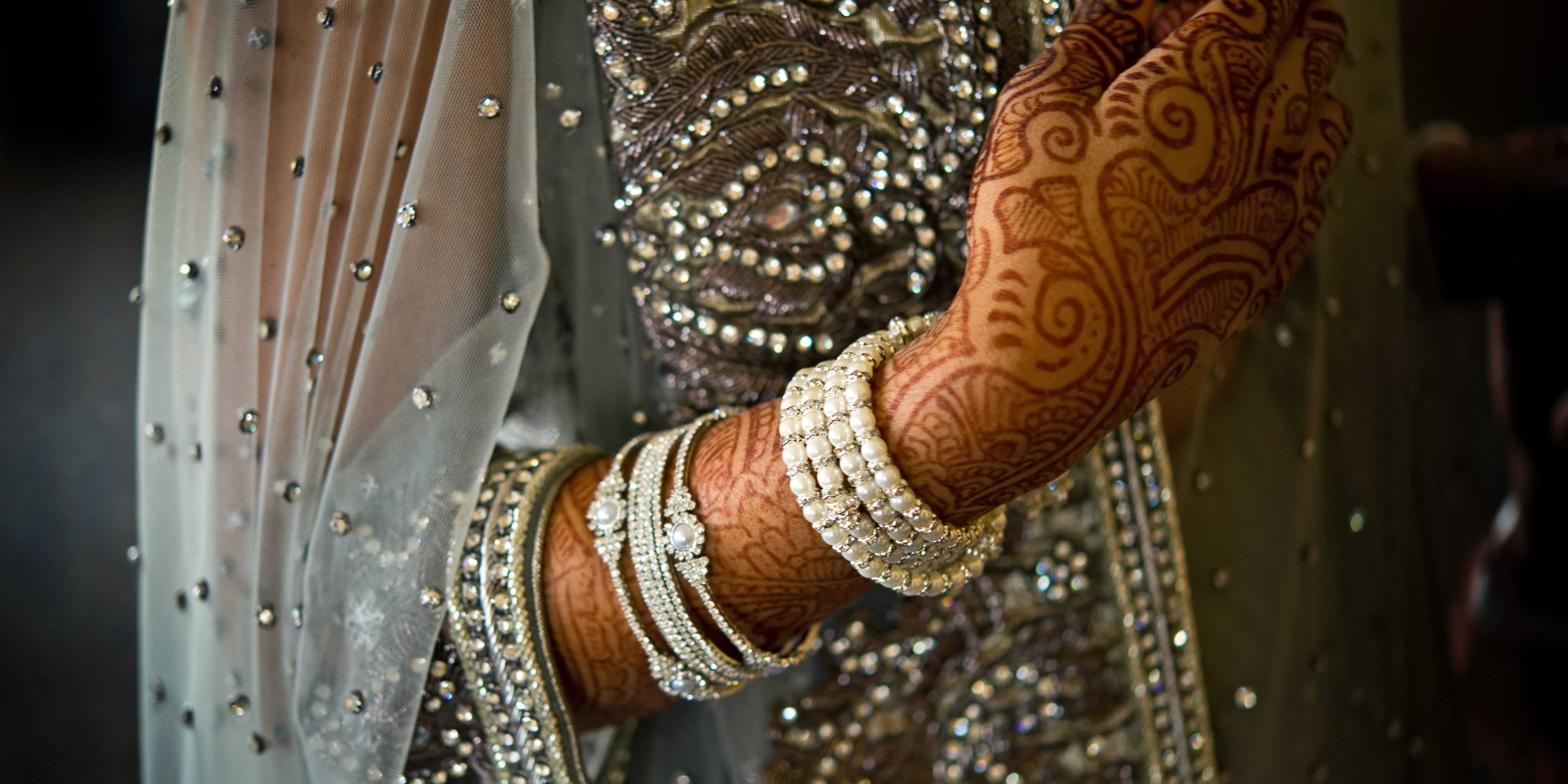 Best Wedding Gift For An Indian Bride From Her Parents | ArthaYantra